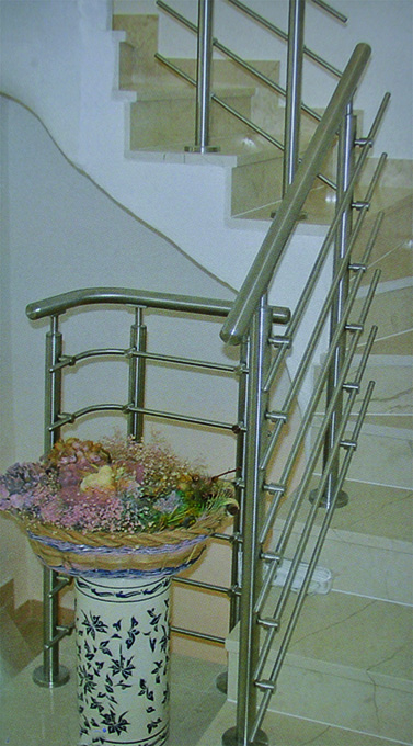 Distribuidor barandillas escaleras acero inox Madrid