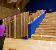Auditorio vigas laminadas de madera de cerezo